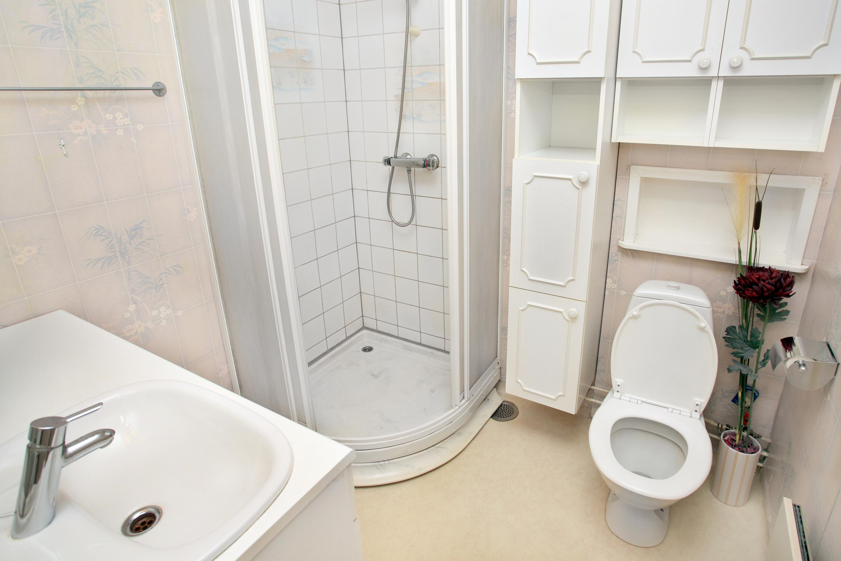 מקלחון עגול פינתי